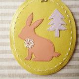 春色レザーのリール付きICカードケース「ウサギ・ライム」