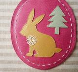 春色レザーのリール付きICカードケース「ウサギ・ピンク」