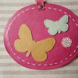 春色レザーのリール付きICカードケース「チョウチョ・ピンク」