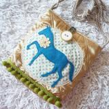 馬のキラポシェット・ブルー