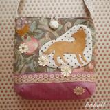 オオカミの花畑ポシェット カラー/ピンク