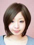 サラサラ前髪長めショート-ナチュラルマロンブラウン-分け目型