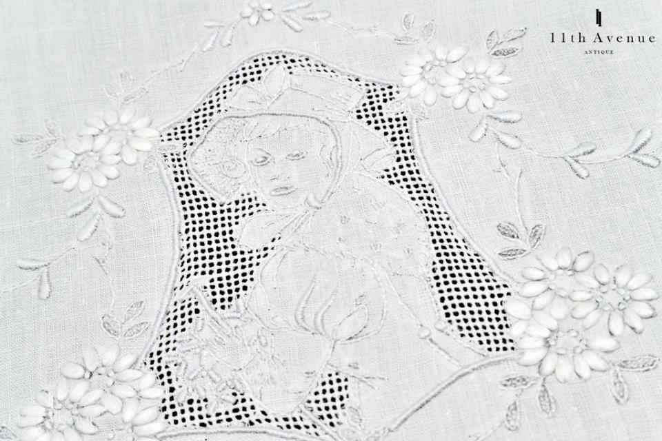 アッペンツェル【スイス】女性と花のドイリー 28�