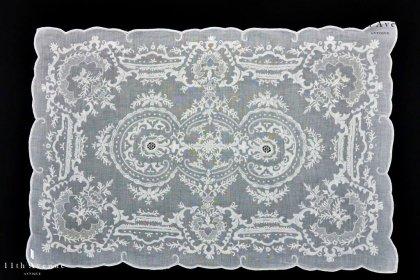 マデイラ刺繍【ポルトガル】草花文様のテーブルマット 45㎝