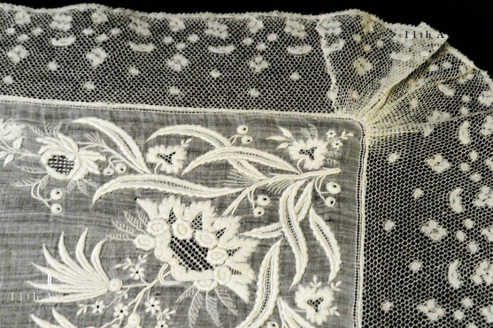 ヴァランシエンヌ・レース【アンティーク】ホワイトワークによる花のハンカチ