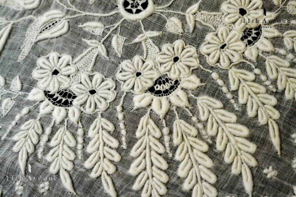ヴァランシエンヌ・レース【アンティーク】ホワイトワーク花のハンカチ