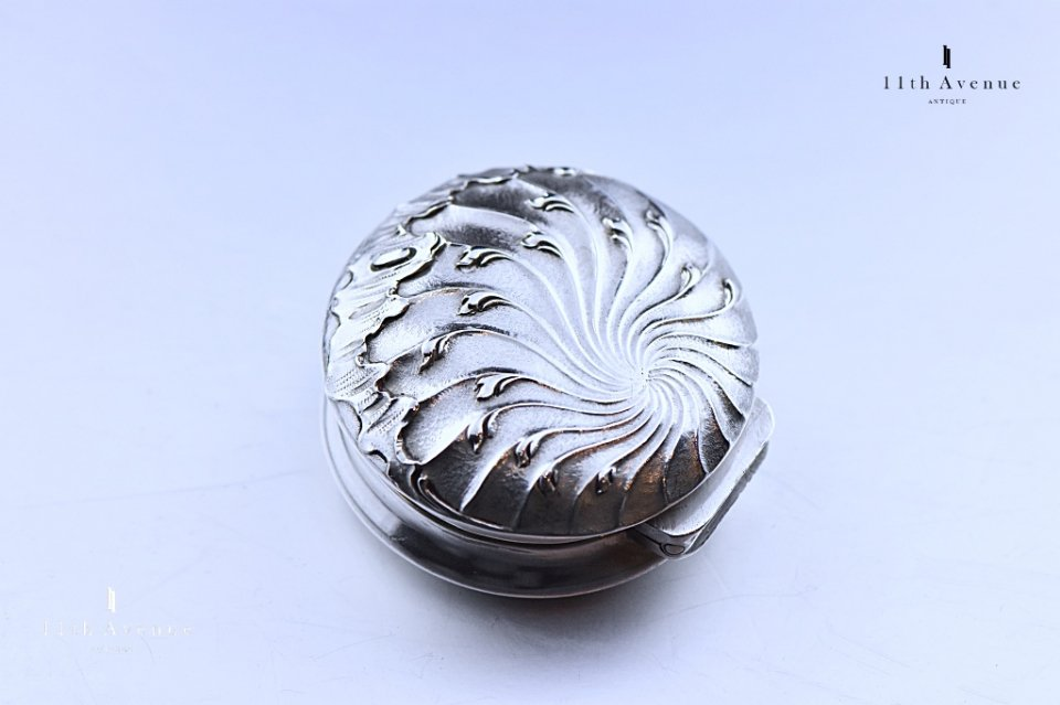カルディヤック【フランス】ルイ15世様式 純銀製ピルケース