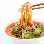 箸で持ち上げた担担麺