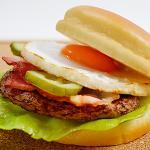 ベーコン目玉焼きハンバーガー