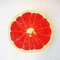 スプーンですくって食べるグレープフルーツ(新古品につき割安) 半分カット1ピース