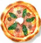 生ハム・バジル・黒オリーブのピザ