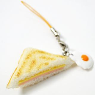 ハムチーズホットサンドと目玉焼きのストラップ