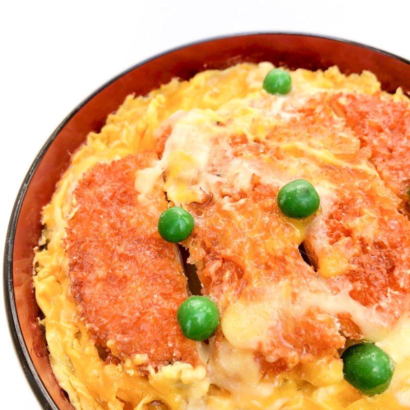 カツ丼(グリーンピース)