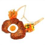 ミニ目玉焼きステーキのネックレス