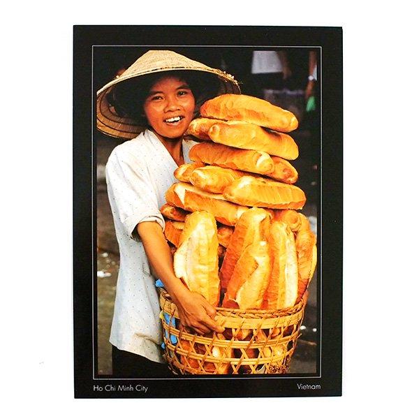 ベトナム ポストカード(フランスパンを抱えた女性)