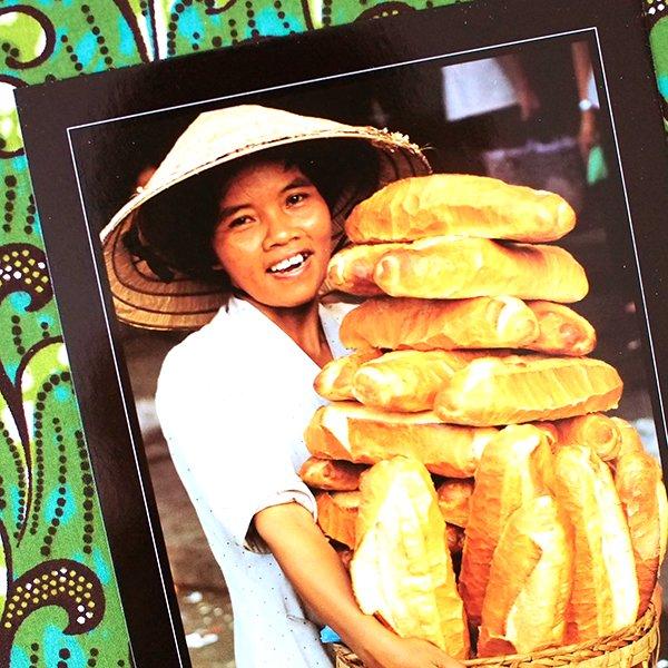 ベトナム ポストカード(フランスパンを抱えた女性)【画像2】