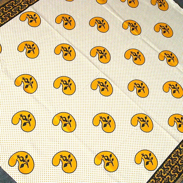 タンザニア アフリカ布 キテンゲ(カシューナッツがいっぱい)