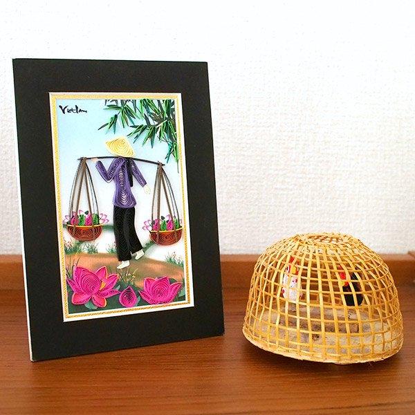 ベトナム クイリングアート 【Quilling art】17×12 天秤棒を担ぐ女性と蓮 【画像5】