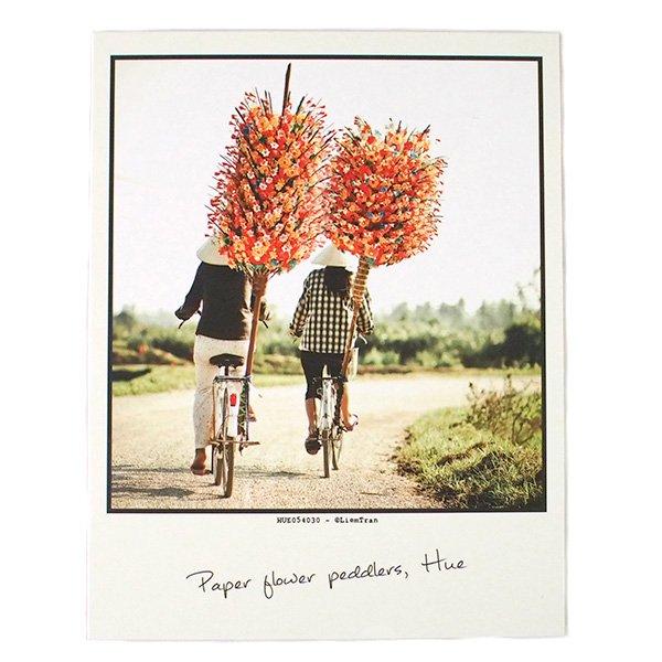 ベトナム ポストカード(Peper flower peddlers,Hue フエのペーパーフラワー商人)