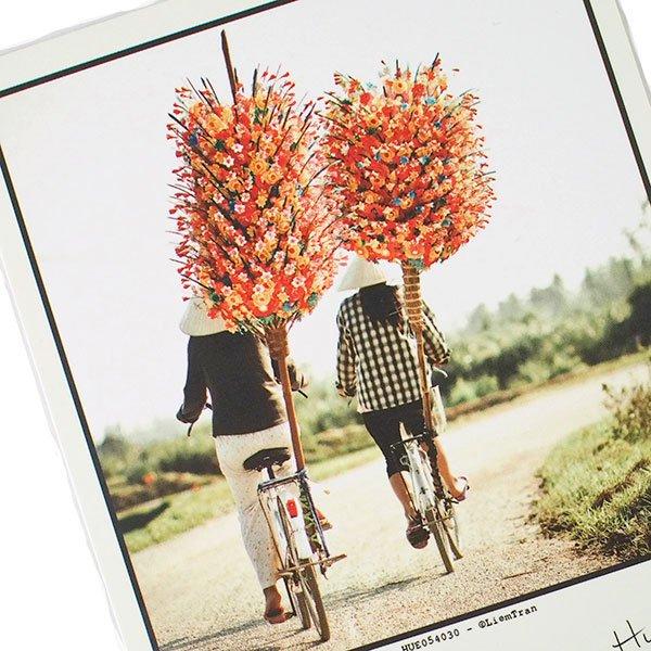 ベトナム ポストカード(Peper flower peddlers,Hue フエのペーパーフラワー商人)【画像2】