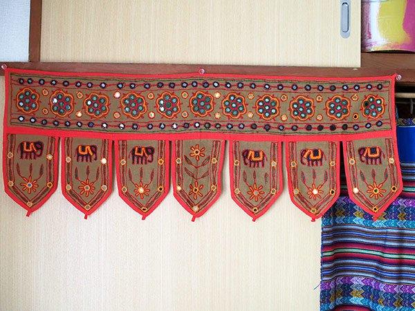 インド 刺繍 ミラーワークの のれん(ゾウ ブラウン)【画像7】
