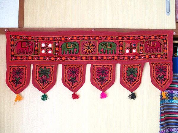 インド 刺繍 タペストリー  飾り(ゾウ・花 ・タッセル レッド)【画像7】