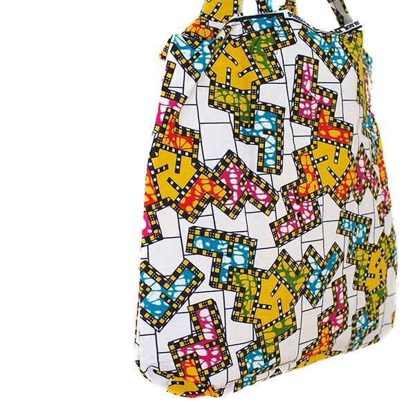 【HARMONY FOR PEACE プロジェクト】マリ 足踏みミシンで仕立てた パーニュ 巾着 エコ ショルダーバッグ(ブロック)【画像2】