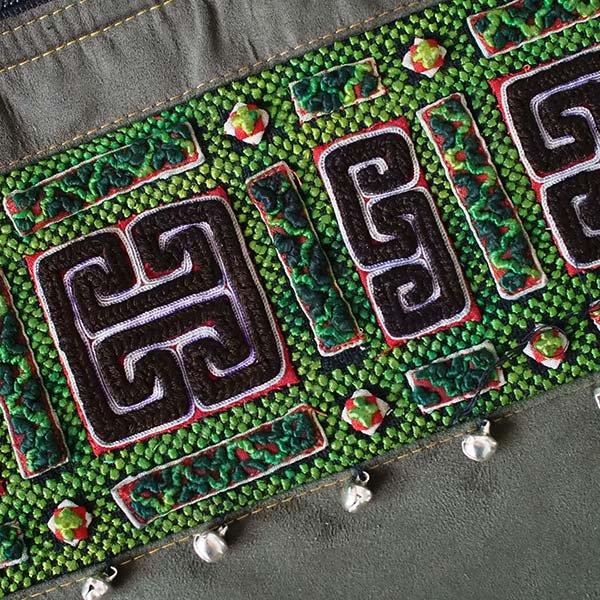 【送料無料】ベトナム 少数民族 モン族 刺繍 クラッチバッグ(鈴付き)【画像3】