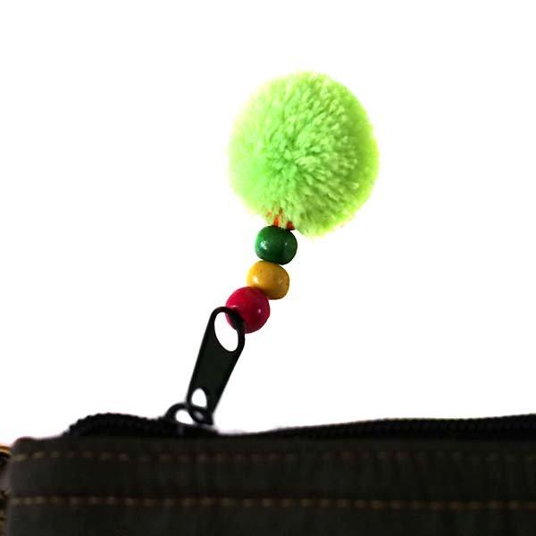 【送料無料】ベトナム 少数民族 モン族 刺繍 クラッチバッグ(鈴付き)【画像4】