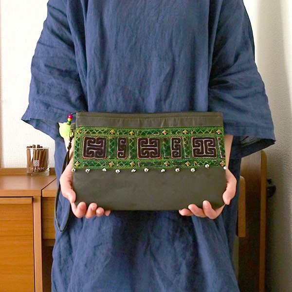 【送料無料】ベトナム 少数民族 モン族 刺繍 クラッチバッグ(鈴付き)【画像8】