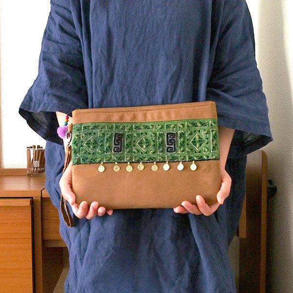 ベトナム 少数民族 黒モン族 刺繍 クラッチバッグ(飾り付き)【画像8】