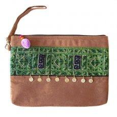 茶・ブラウン 雑貨  黒モン族 刺繍 クラッチバッグ(飾り付き)民族 刺繍 / ベトナム直輸入