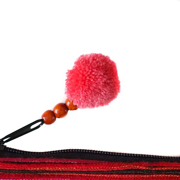 ベトナム 少数民族 モン族 刺繍 クラッチバッグ(タッセル付き レッド)【画像4】