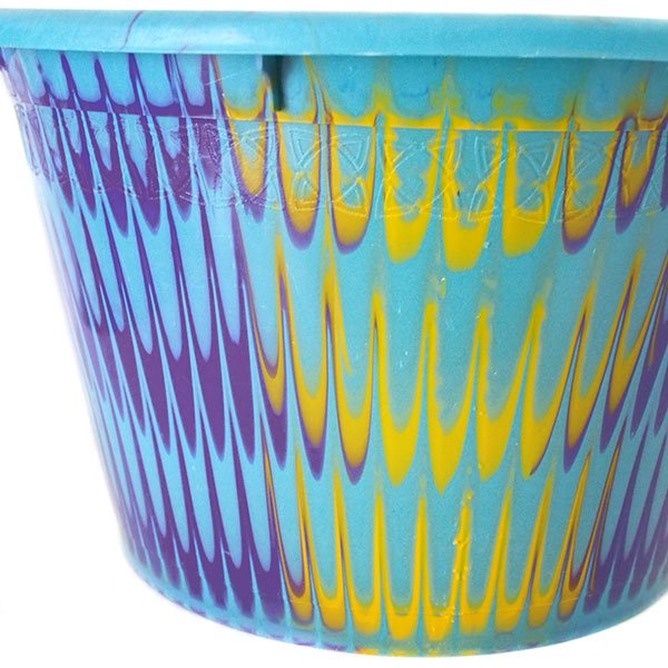 セネガル プラスチック持ち手付きの桶(パープル×イエロー 12リットル)【画像2】
