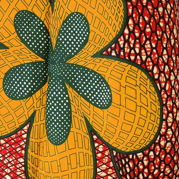 マリ 足踏みミシンで仕立てた パーニュ 巾着 エコ ショルダーバッグ(レッド 大きな花)【画像2】
