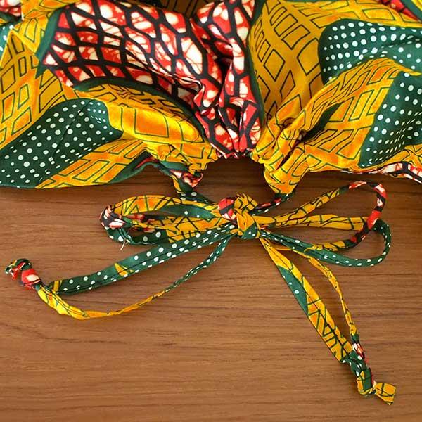マリ 足踏みミシンで仕立てた パーニュ 巾着 エコ ショルダーバッグ(レッド 大きな花)【画像3】
