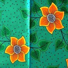アフリカンプリント 布 アフリカン プリント布 パーニュ 115×90 カットオフ(グリーン 花 オレンジ)