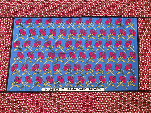 アフリカ ケニア カンガ プリント布 110x150(薔薇 ブルー 日本語訳不明)【画像5】