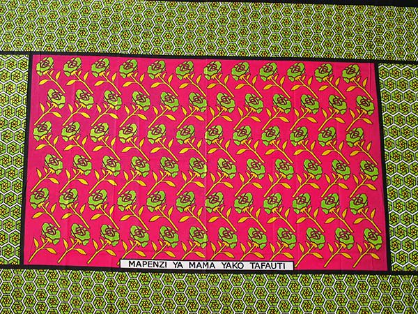 アフリカ ケニア カンガ プリント布 110x150(薔薇 ピンク 日本語訳不明)【画像5】