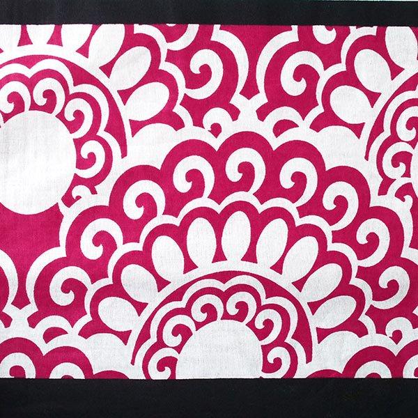 アフリカ ケニア カンガ  プリント布 110×150(ひし形 ピンク 日本語訳不明)【画像4】