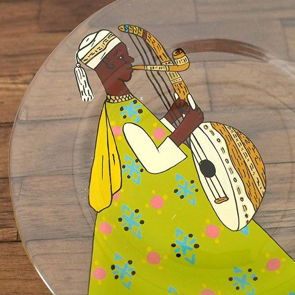 セネガル ガラス 絵皿 スウェール(楽器 民族衣装 キミドリ 直径 約19cm)【画像2】
