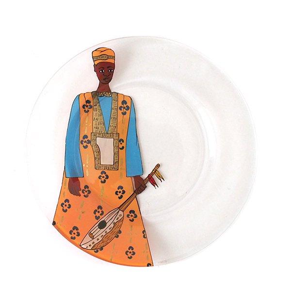 セネガル ガラス 絵皿 スウェール(楽器 民族衣装 オレンジ 直径 約19cm)