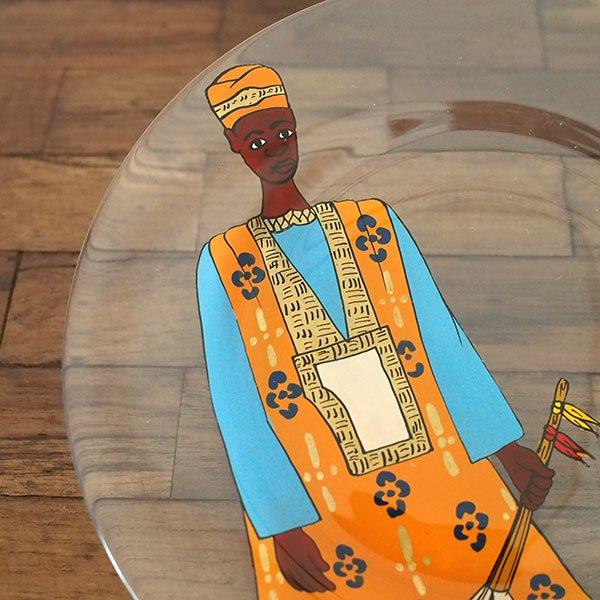 セネガル ガラス 絵皿 スウェール(楽器 民族衣装 オレンジ 直径 約19cm)【画像2】