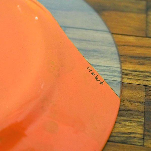 セネガル ガラス 絵皿 スウェール(楽器 民族衣装 オレンジ 直径 約19cm)【画像5】