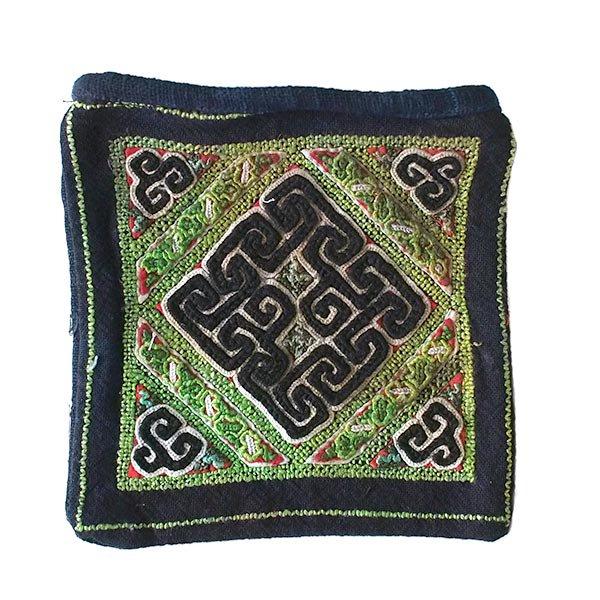 黒モン族 古布 刺繍 ポーチ(正方形 A 17×16)民族 刺繍 / ベトナム直輸入