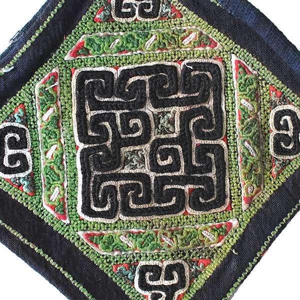 黒モン族 古布 刺繍 ポーチ(正方形 A 17×16)民族 刺繍 / ベトナム直輸入【画像3】