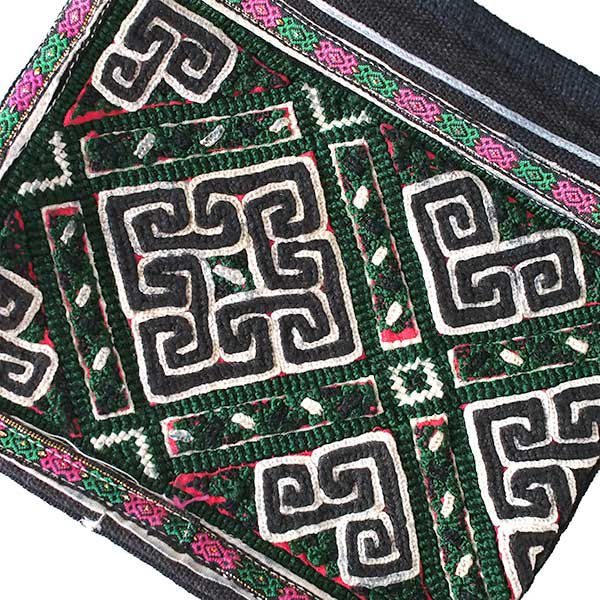 黒モン族 古布 刺繍 ポーチ(正方形 C 17×18)民族 刺繍 / ベトナム直輸入【画像3】
