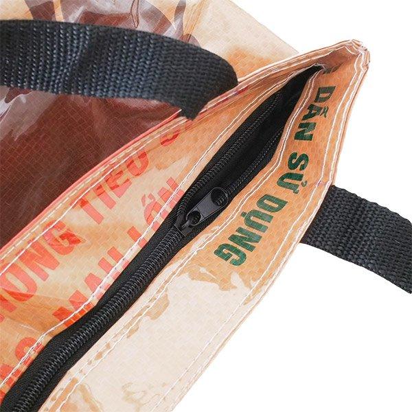 ベトナム 飼料袋 リメイク バッグ(肩掛けOK マチ付き ブタ ブラウン )【画像4】