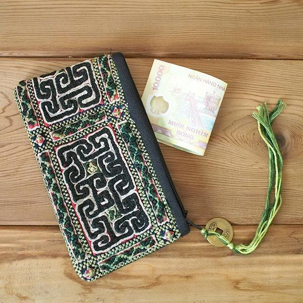 ベトナム 黒モン族 古布 刺繍 ポーチ(タッセル付き 長方形 ブラック)【画像5】