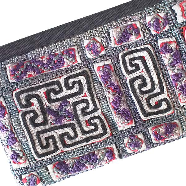 ベトナム 黒モン族 古布 刺繍 ポーチ(タッセル付き 長方形 グレイ)【画像3】